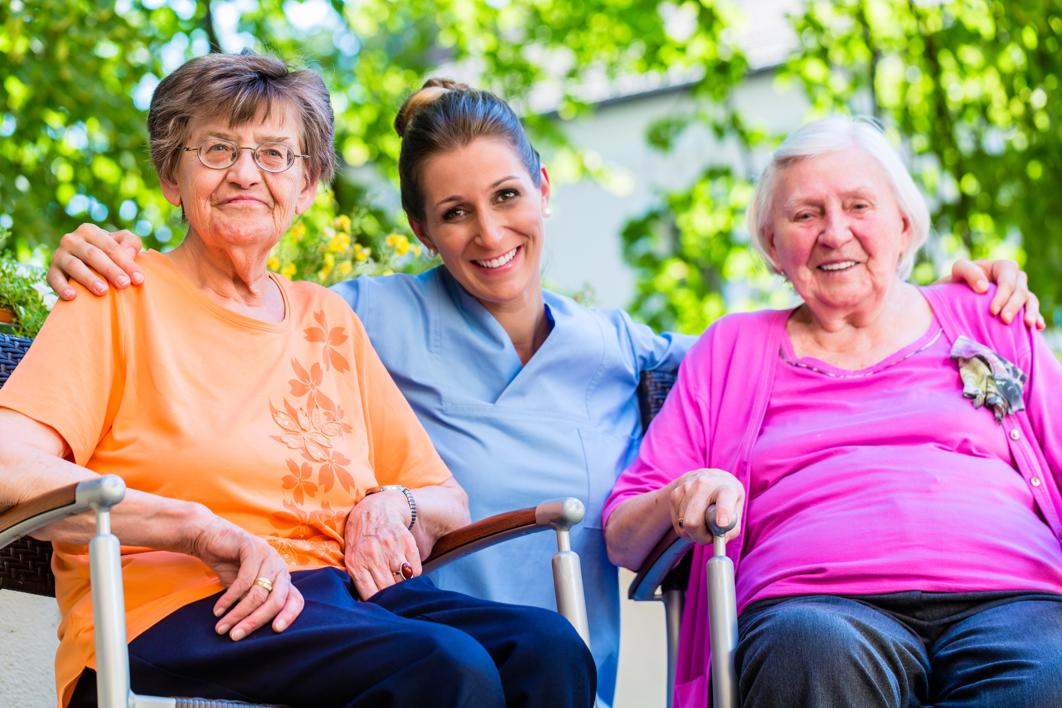 Bethesda social worker sitting between two senior residents. Bethesda Social Workers provide excellent service to our senior residents and their families.
